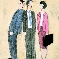 3 leden van een managementtam staan ongemakkelijk bij elkaar