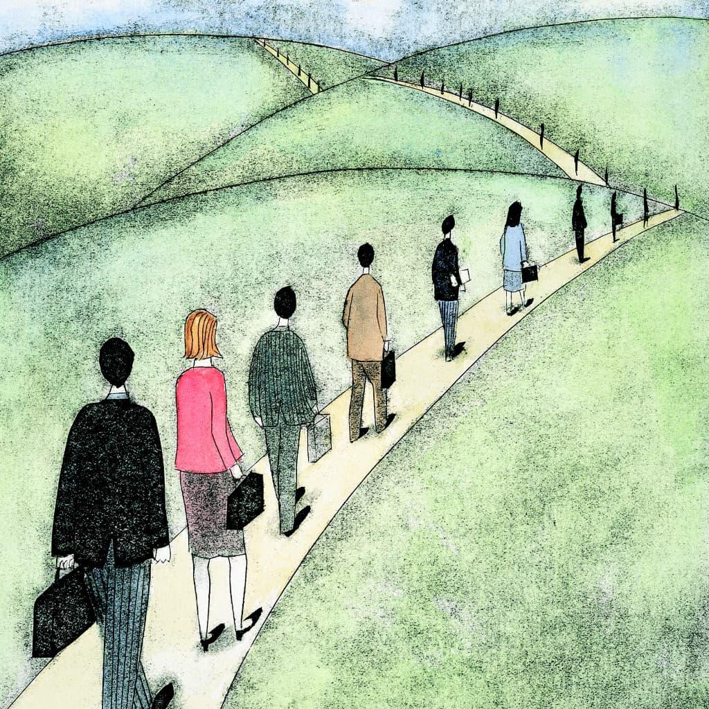Mensen met aktetassen in een lange rij, een proces als een systeem