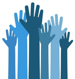 Handen die allemaal omhoog reiken, een blij team